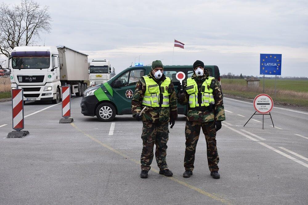 Литва и Латвия ужесточили условия пересечения границы и пребывания водителей грузовиков на своих территориях