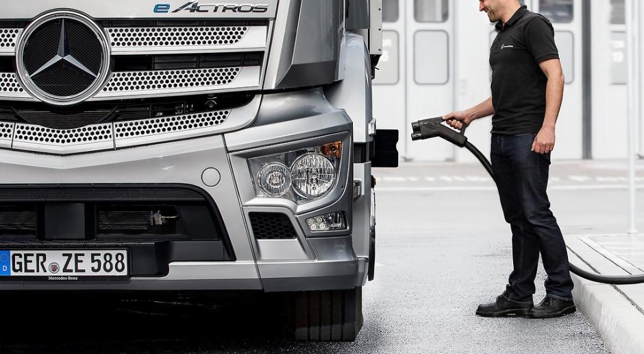 """VW, """"Daimler"""" ir """"Volvo"""" kurs bendrą sunkvežimiams skirtą įkrovimo stotelių tinklą"""