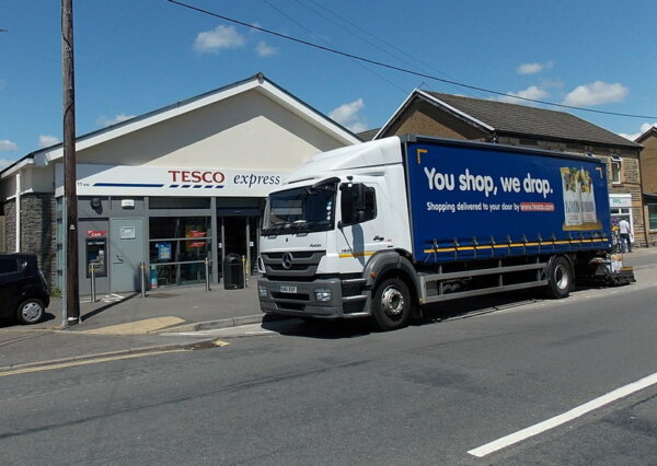 Tesco offers HGV driver recruits £1,000 bonus as agencies and hauliers raise wages
