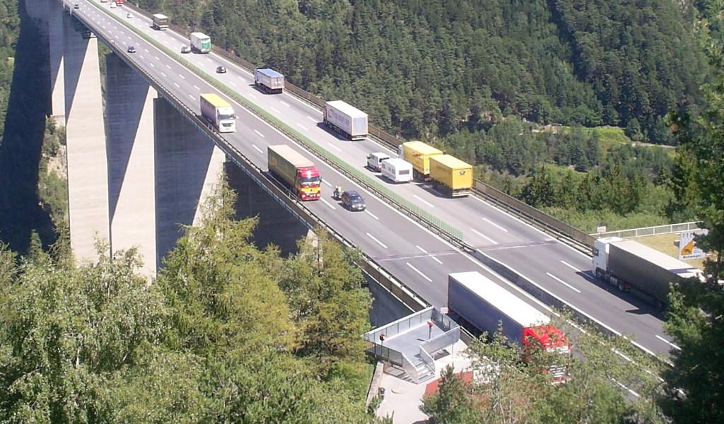 Ausztria: augusztus 28-ig szombaton is kamionstop reggel 7-től!