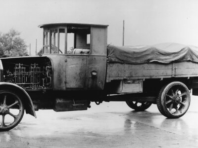 It's nearly a century after the first diesel truck, but the beginnings of diesel engines were not ea
