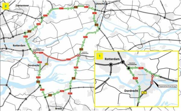 Fahrbahnerneuerung im Sommer in der Nähe von Rotterdam. Prüfen Sie, wo und wann es Verkehrsbehinderu