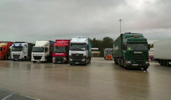 Koniec sprzedaży ciężarówek na benzynę i diesla w Wielkiej Brytanii. Rząd podał termin, branża podzi