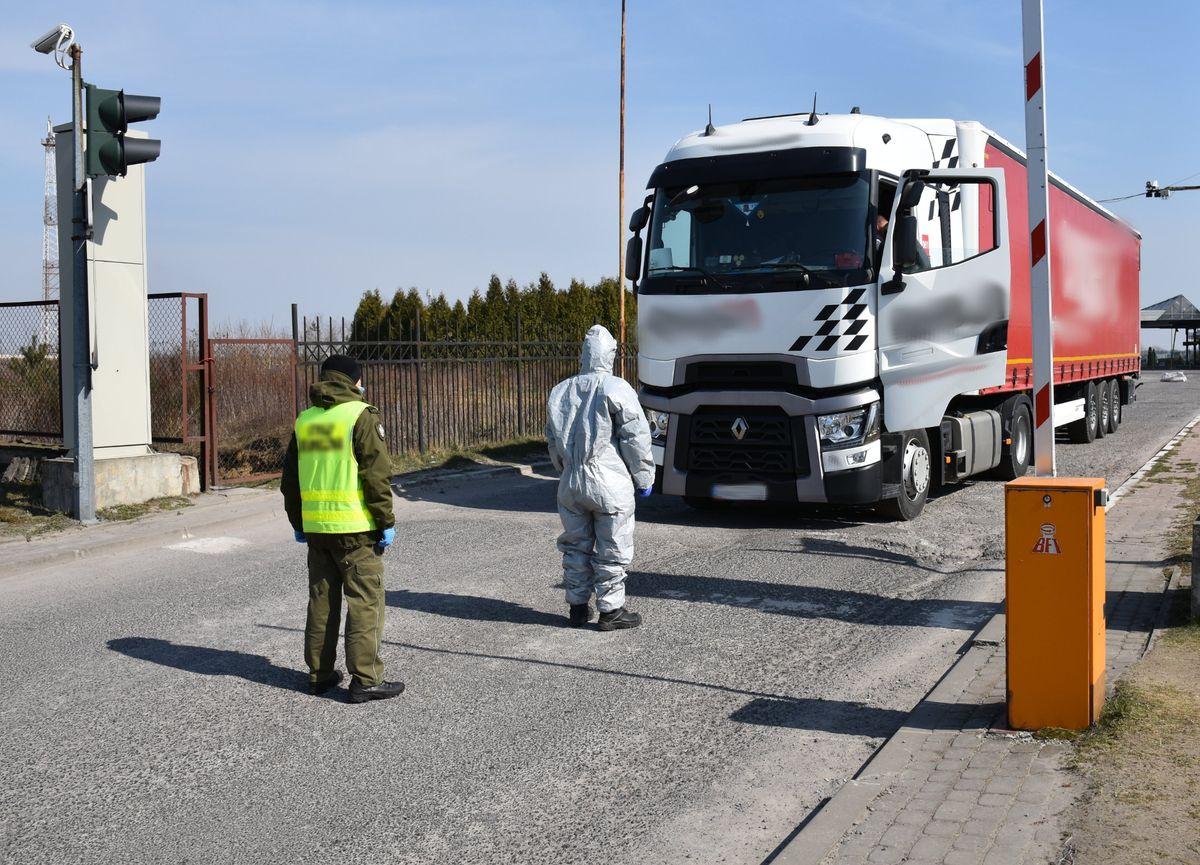 Vairuotojams taikomas privalomas karantinas. Pakeitimai vykstant į Didžiąją Britaniją ir Rumuniją