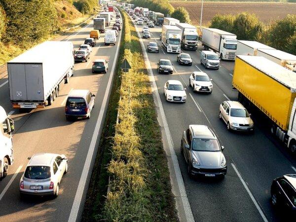 Raport BAG: Transportatorii din România, Polonia și Lituania au parcurs anul acesta mai mulți kilome