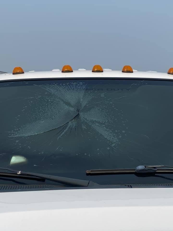 Verheerende Zerstörung im Fahrerhaus nach einem Blitzeinschlag
