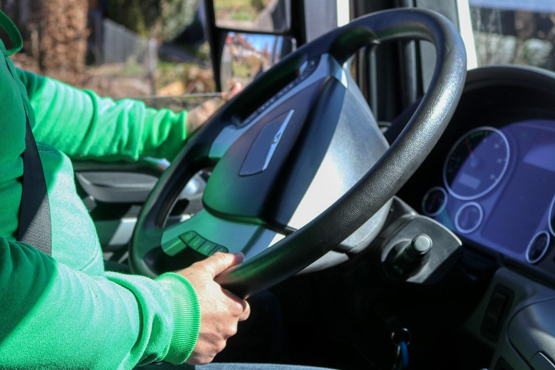 Kierowcy dostawali 300 euro miesięcznie, nie wracali do domów tygodniami. W sprawę zamieszane litewska i austriacka firma