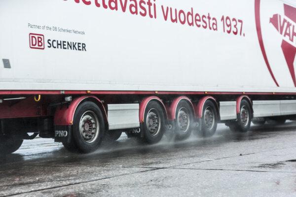 DB Schenker announces acquisition of Finnish logistics company Vähälä Yhtiöt