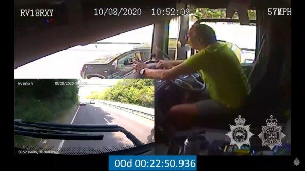 Policja publikuje szokujące wideo. Kierowca ciężarówki bawi się telefonem i… poważnie rani trzy osob