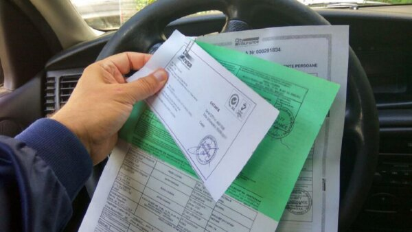 Șoferii români nu mai au obligația de a prezenta Cartea Verde la intrarea în Marea Britanie și Munte