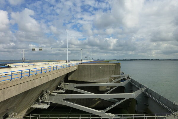 Over 10,000 people sign petition against bridge closure in the Netherlands