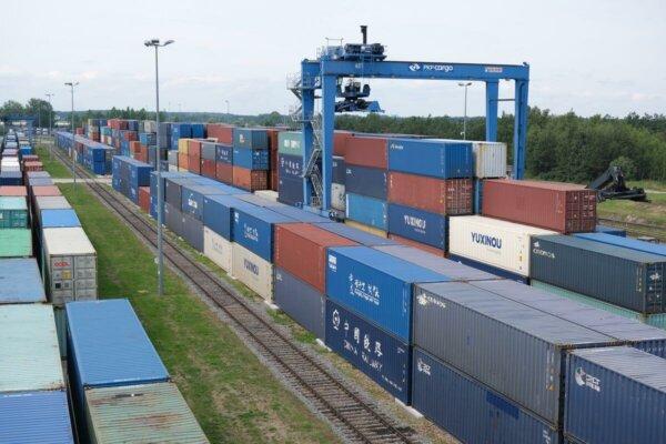 Объем товаров на трассе Китай – Европа вырос на 56 проц. Также через границу прошло больше товарных