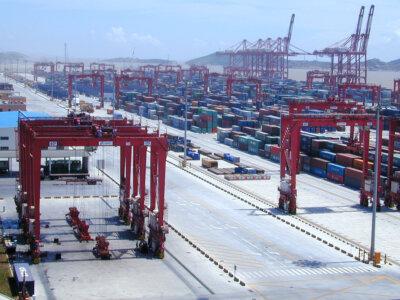 Die Wartezeit für Waren aus China beträgt derzeit bereits über 100 Tage. Dies könnte die Lieferungen