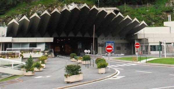 Darbai Monblano tunelyje rugsėjį. Patikrinkite, kada tuneliu negalima bus važiuoti