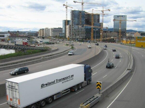 Norvegijoje vėl padidėjo minimalusis darbo užmokestis užsienio vilkikų vairuotojams. Štai, kiek moka