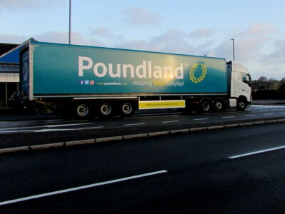 Yet another UK retailer offers lorry drivers a 4-figure bonus