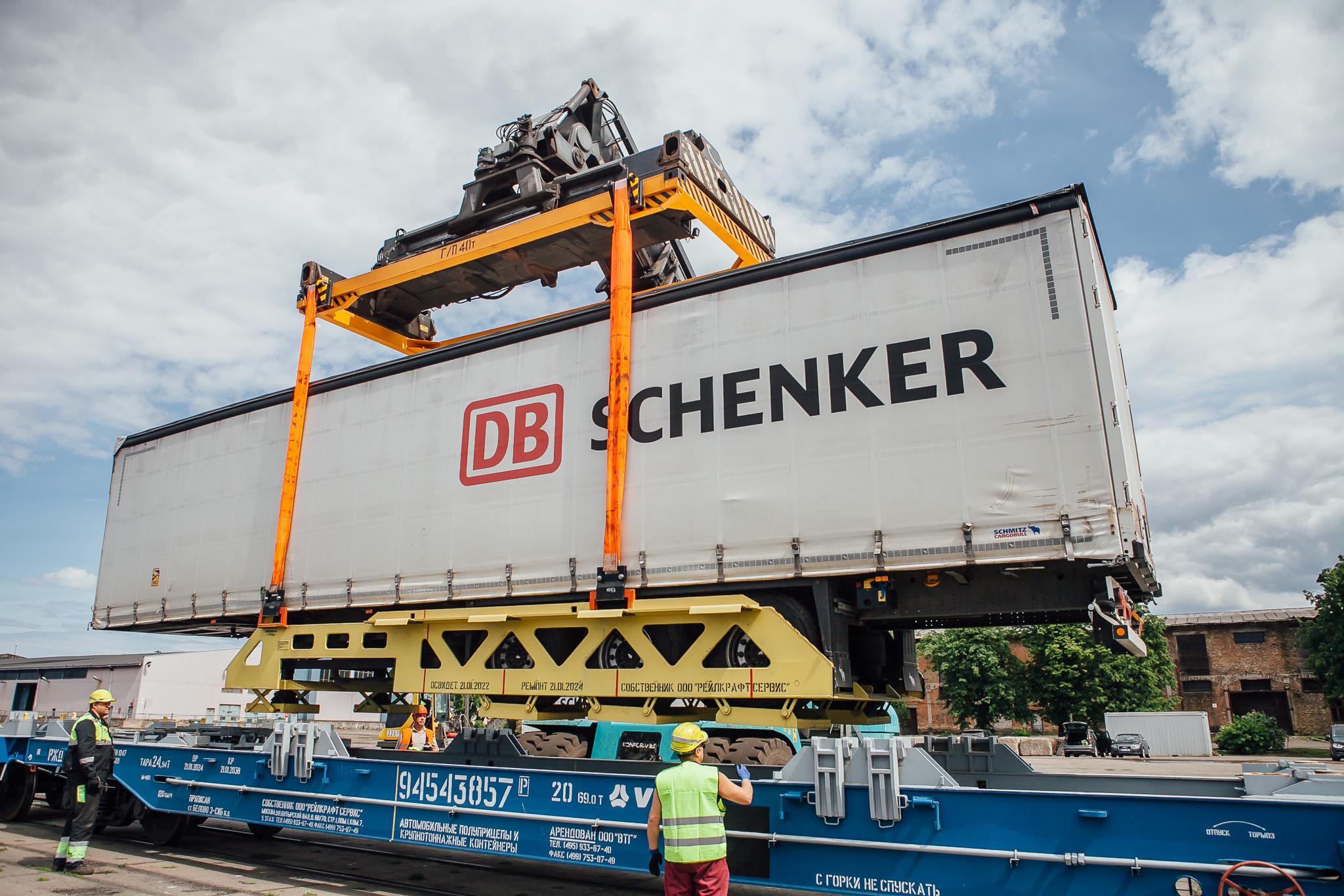 Latvijoje dideli kroviniai bus gabenami ne kelių  transportu, o geležinkeliais