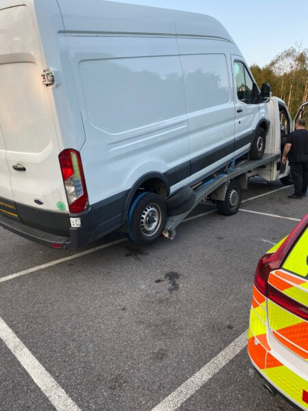 Kent police unimpressed by attempt to recover van using tiny truck & trailer