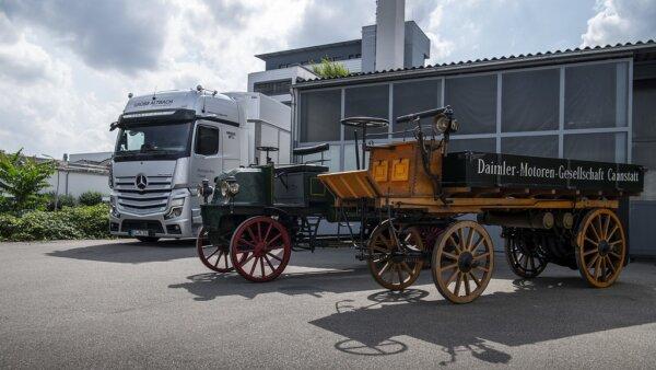 Daimler świętuje dwie ważne rocznice. Z tej okazji wysłał do Anglii nietypowy transport
