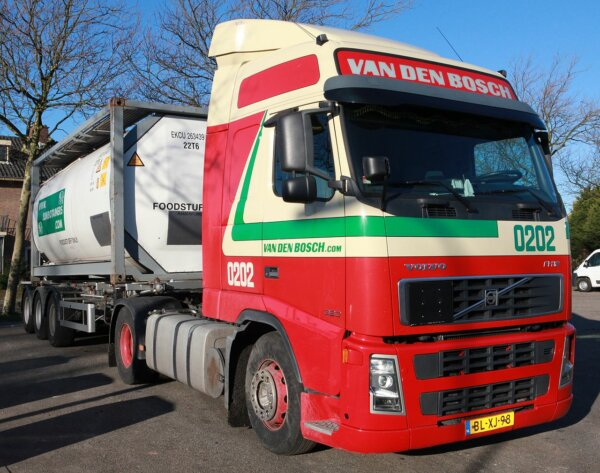 Hungarian lorry drivers win lawsuit against Dutch firm: they shall receive unpaid wages
