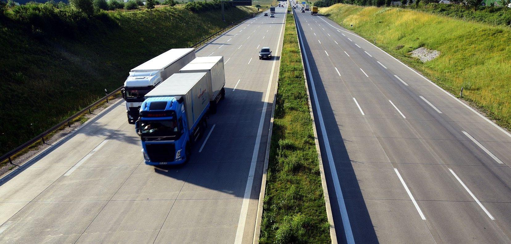 Spodobał im się zakaz wyprzedzania przez ciężarówki. Zaczęło się od jednej drogi, wkrótce tak będzie na wszystkich autostradach