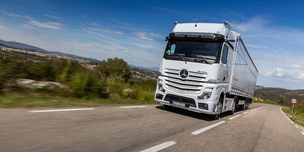 Daimler va păstra 35% din divizia de camioane, după separarea oficială de Mercedes-Benz