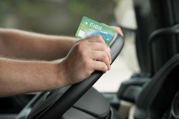 Co to jest karta paliwowa? Jak działają karty paliwowe dla firm? Dowiedz się, jak korzystać z karty