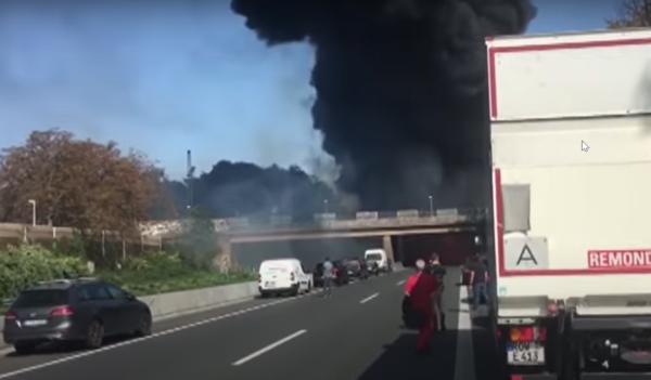 Nach Lkw-Brand wird die A40 erneut in beide Richtungen gesperrt