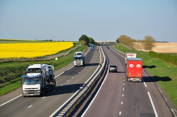 Europos kelių transporto tarifai ir toliau didės. Pažiūrėkite, kur labiausiai