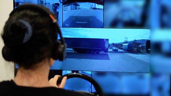 Această tehnologie vă va permite să conduceți până la 25 de camioane simultan…în timp ce vă aflați l