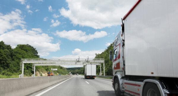 Ausztria: kiterjesztik a teherautók útdíját az alacsonyabb rendő utakra is?