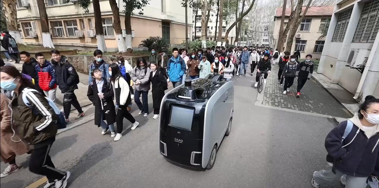 Oto nowi kurierzy Alibaby. Wybrani przez giganta, bo nie gubią się i… nie robią przerwy na dymka