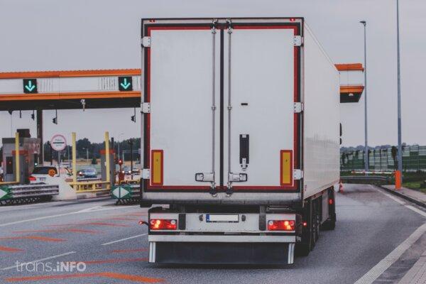 Właściciel ciężarówek od maja usiłował się zarejestrować w e-TOLL-u. Takich jak on może być więcej