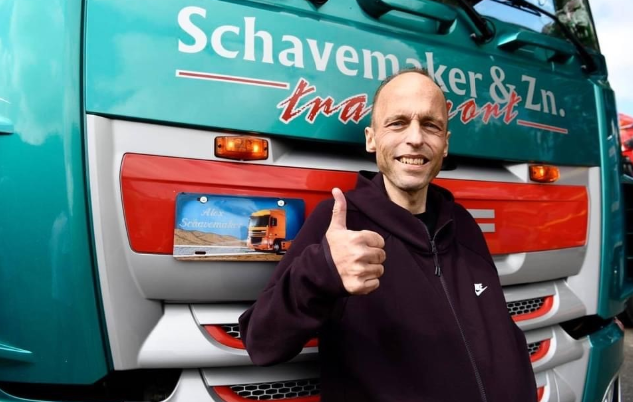 Piękny gest truckerów dla chorego kolegi po fachu. Zorganizowali mu pożegnanie z ukochaną ciężarówką