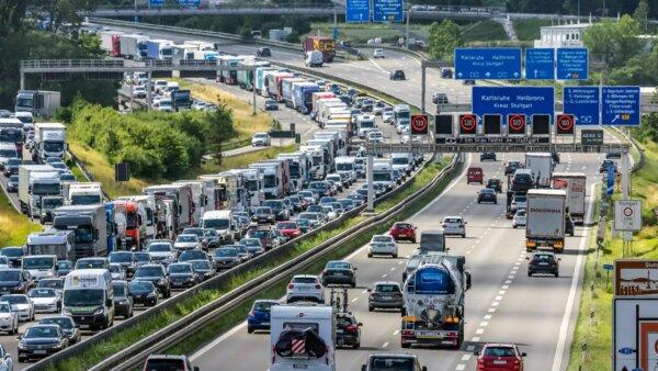 Naujas Vokietijos kelių spūsčių rekordas. Dienos metu jos keliais važiuoti tiesiog neįmanoma