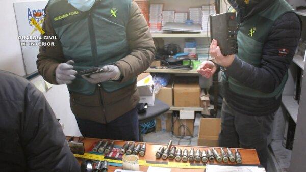 Spanyolország: 26 üzletember és járművezetőt tartóztattak le manipulált tachográfok használata és ér