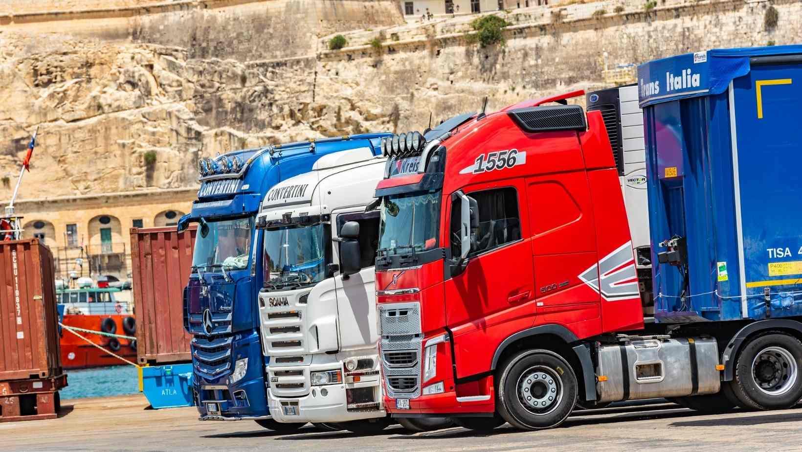 Șoferii italieni abandonează camioanele direct pe autostradă, în semn de protest