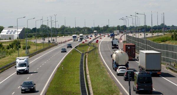 Lenkijoje greitkeliuose vilkikams draudžiama lenkti kitus sunkvežimius. Pažiūrėkite, kur taikomi apr