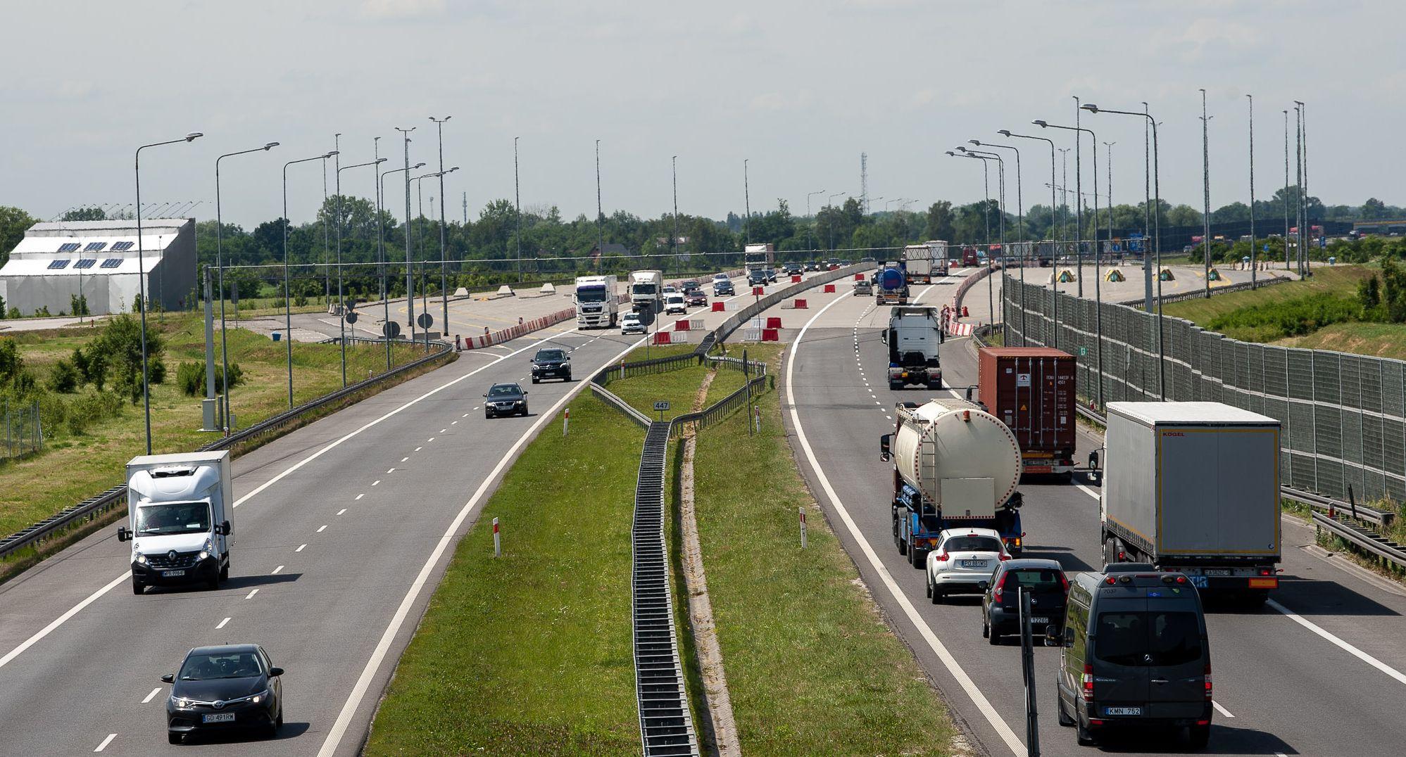 Lenkijoje greitkeliuose vilkikams draudžiama lenkti kitus sunkvežimius. Pažiūrėkite, kur taikomi apribojimai