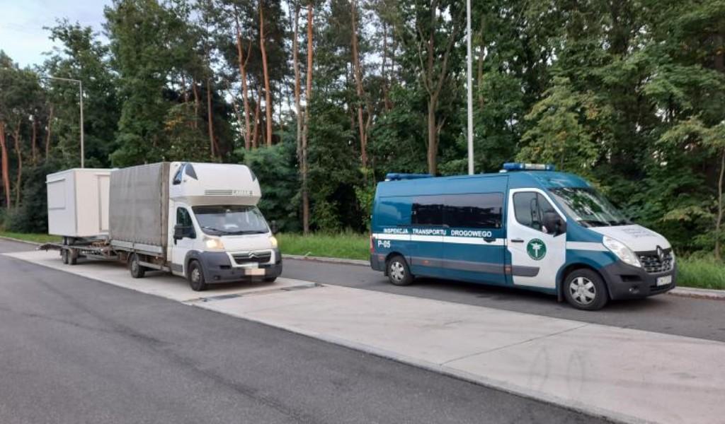 Unlicensed driver caught using defective van & trailer for international goods transport