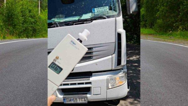Un șofer de camion care avea afișată pe parbriz o plăcuță mai puțin obișnuită s-a ales cu dosar pena