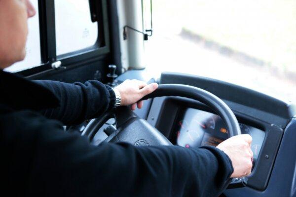 O soluție viabilă la problema lipsei de șoferi profesioniști? Transportatorii britanici au început s
