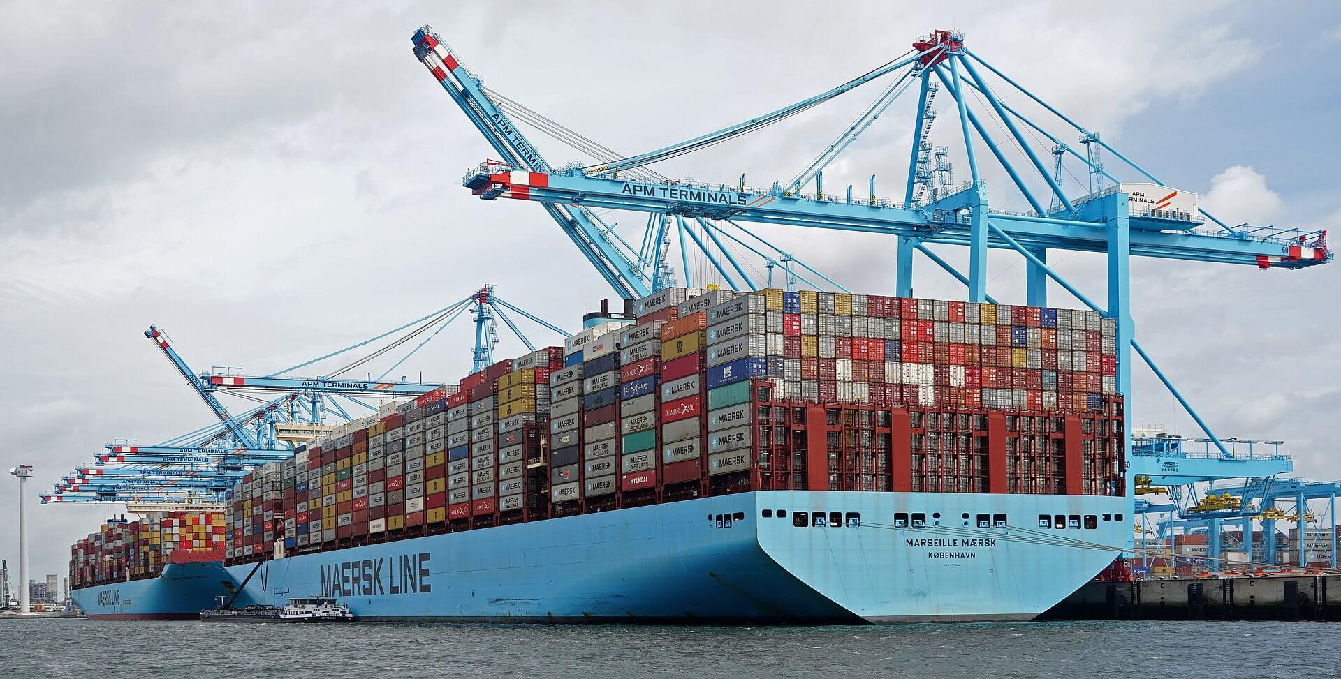 """Amerikos uostai negali """"susidoroti"""" su importu iš Kinijos. Pristatymo sutrikimų gali būti iki Kalėdų"""