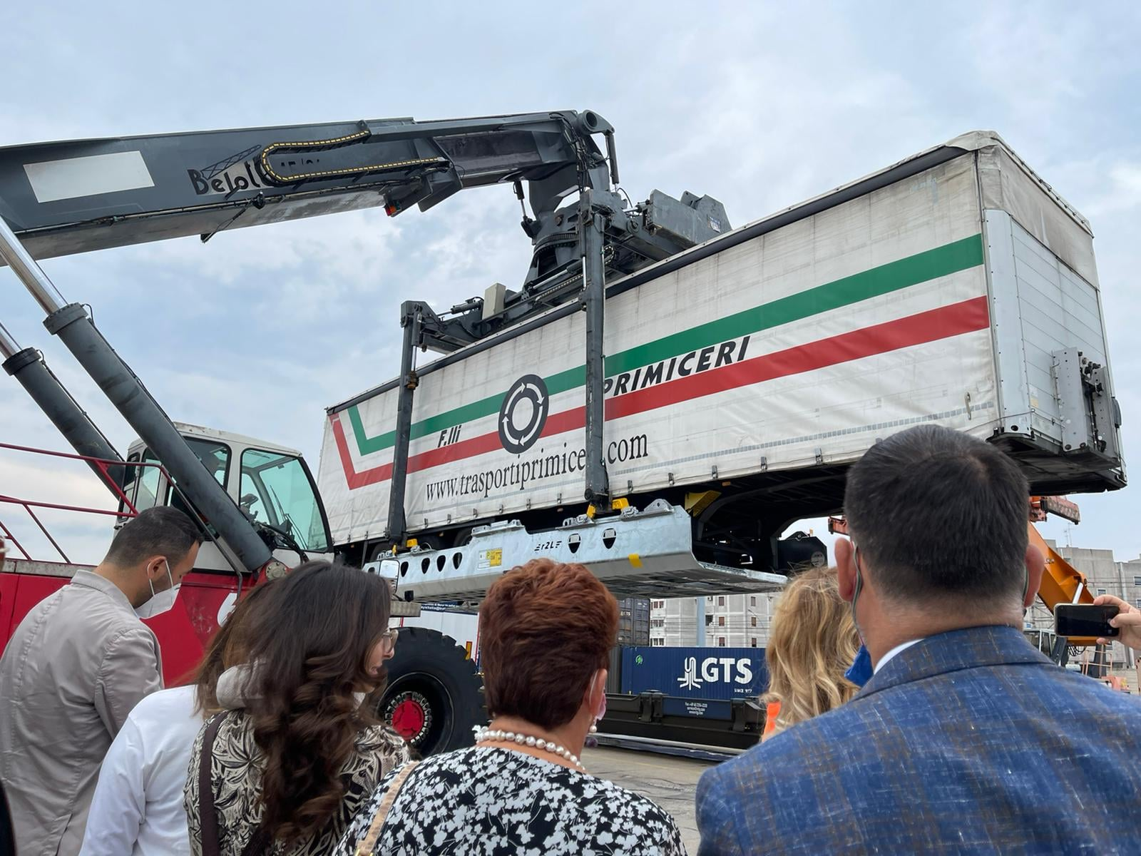 Italy opens its 1st intermodal terminal that can transport non-craneable trailers