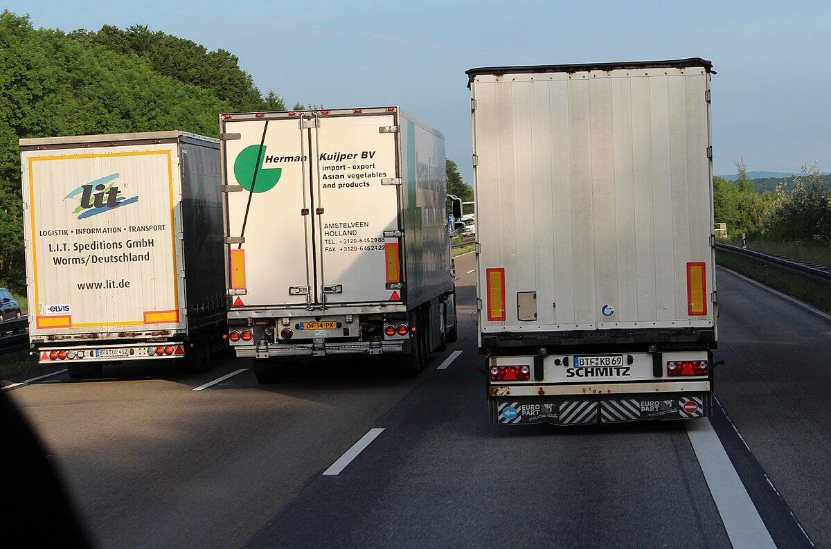 More European lorry drivers disregard UK's temporary visa scheme