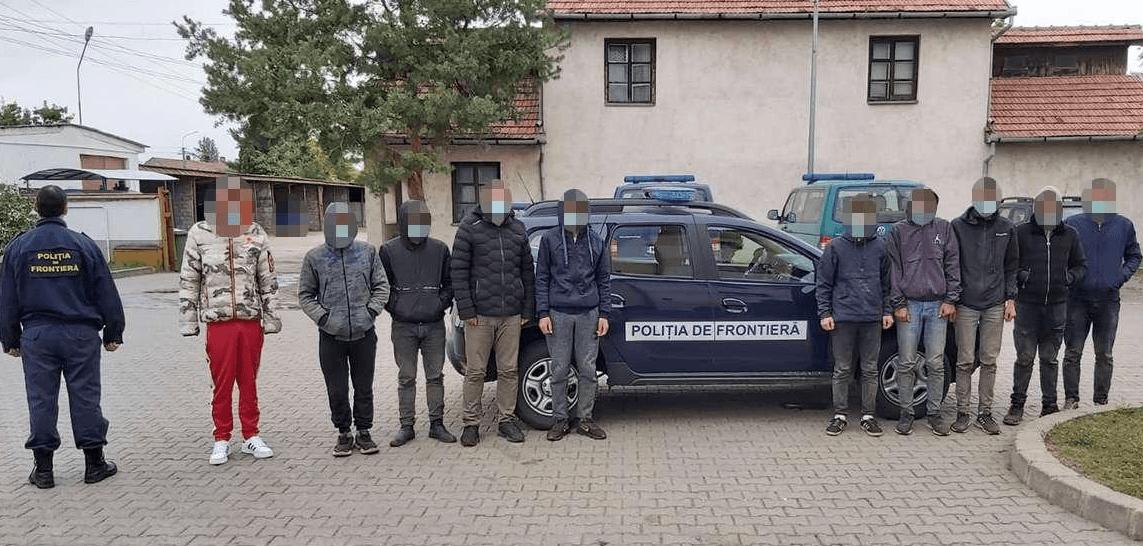 Şofer român cercetat pentru trafic de migranţi