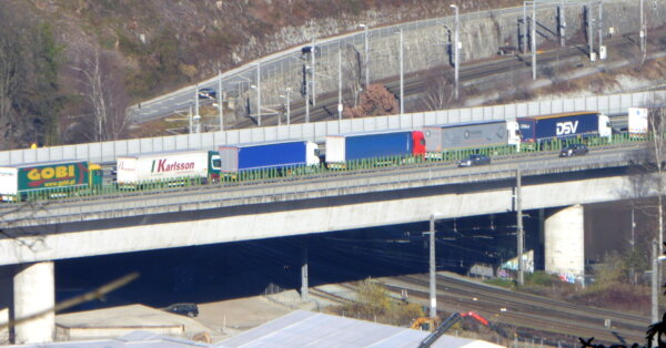 """Az éjszakai teherautó forgalmi korlátozás Tirolban nem felel meg az uniós jognak. """"Ez szándékos megk"""