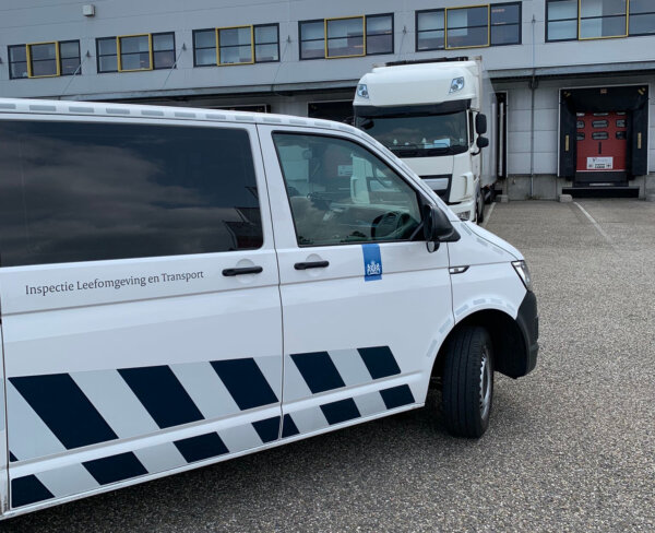Поездка микроавтобусом на работу обошлась двум дальнобойщикам в 3000 евро