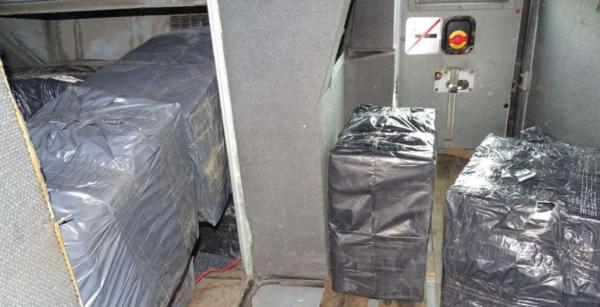 Șofer turc arestat în România pentru că a încercat să ofere o mită de 700 euro unui agent vamal