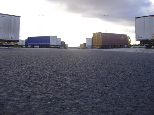 Uniunea Europeană alocă 100 milioane de euro construirii de parcări pentru camioane